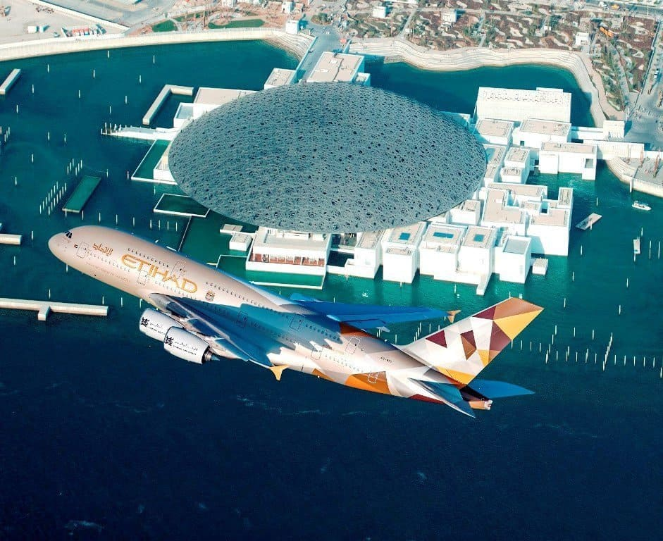 ETIHAD-AIRWAYS-A380-LOUVRE-ABU-DHABI-FLY-BY-LOW-RES Etihad, celebra 15 anni in volo