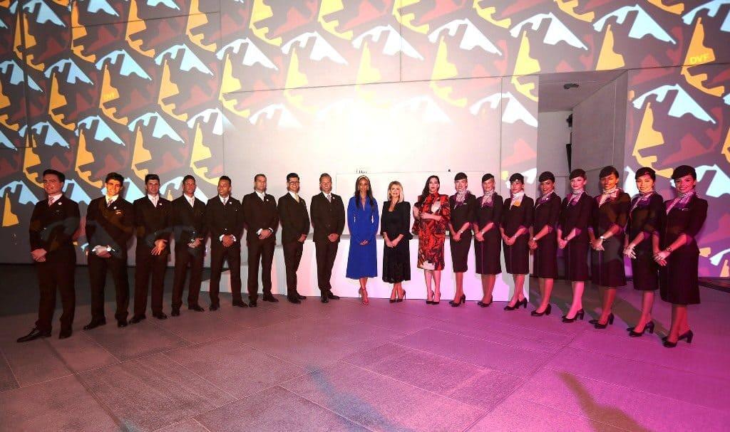 Etihad-Airways-Cabin-Crew-with-actress-Liv-Tyler-Etihad-VP-Guest-Experi...-1-1024x607 Etihad, celebra 15 anni in volo