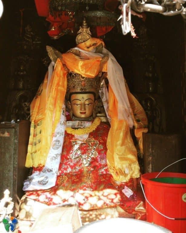Statua di una delle divinità