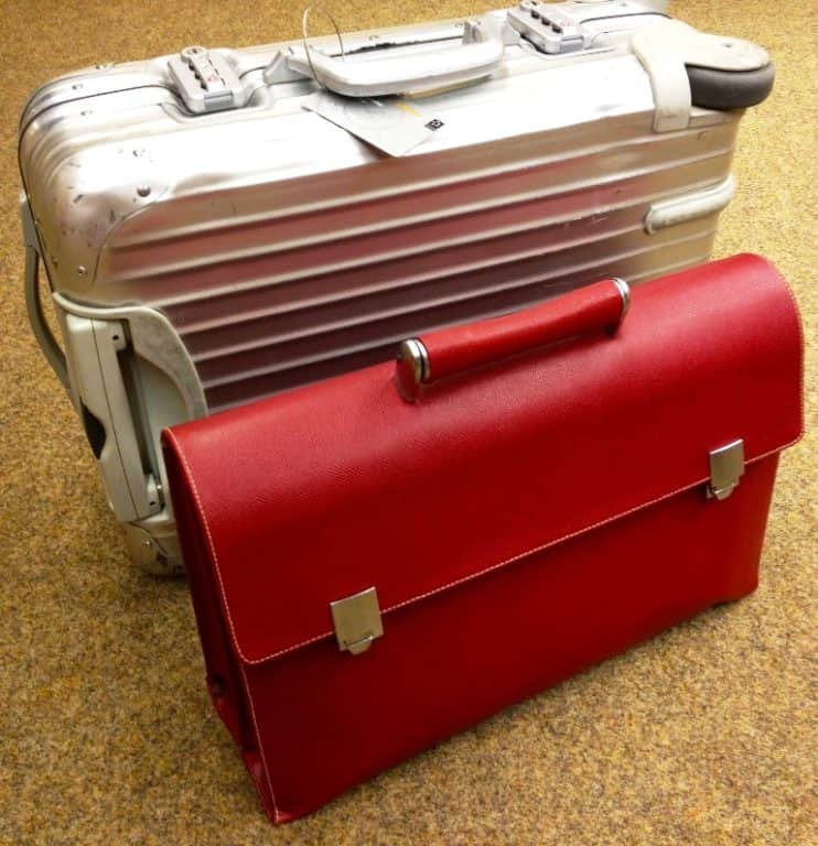 briefcase-1122751_1920 Stop a Ryanair e Wizz per la policy bagaglio
