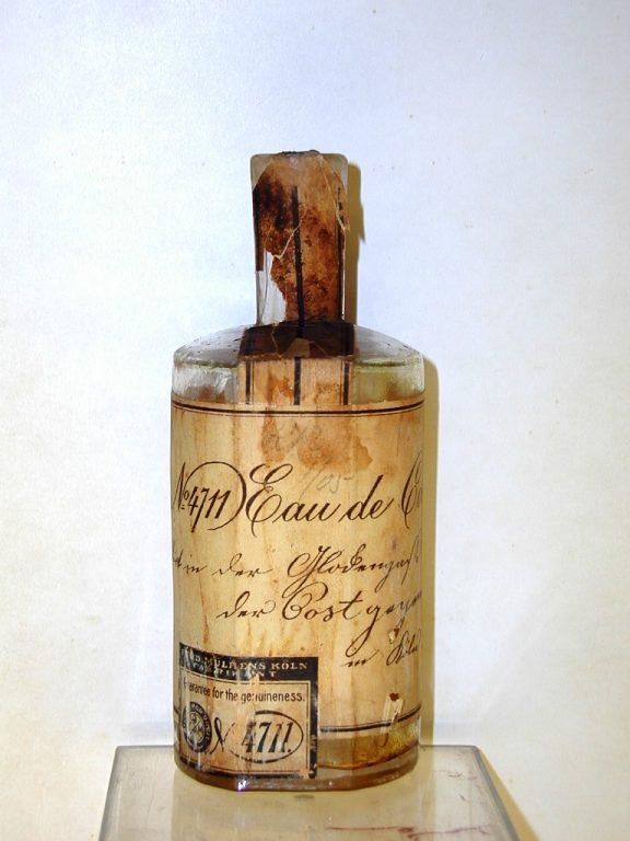 Antica boccetta di Eau de Cologne 4711