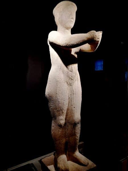 """Statua de """"La Donnina di Milano"""""""